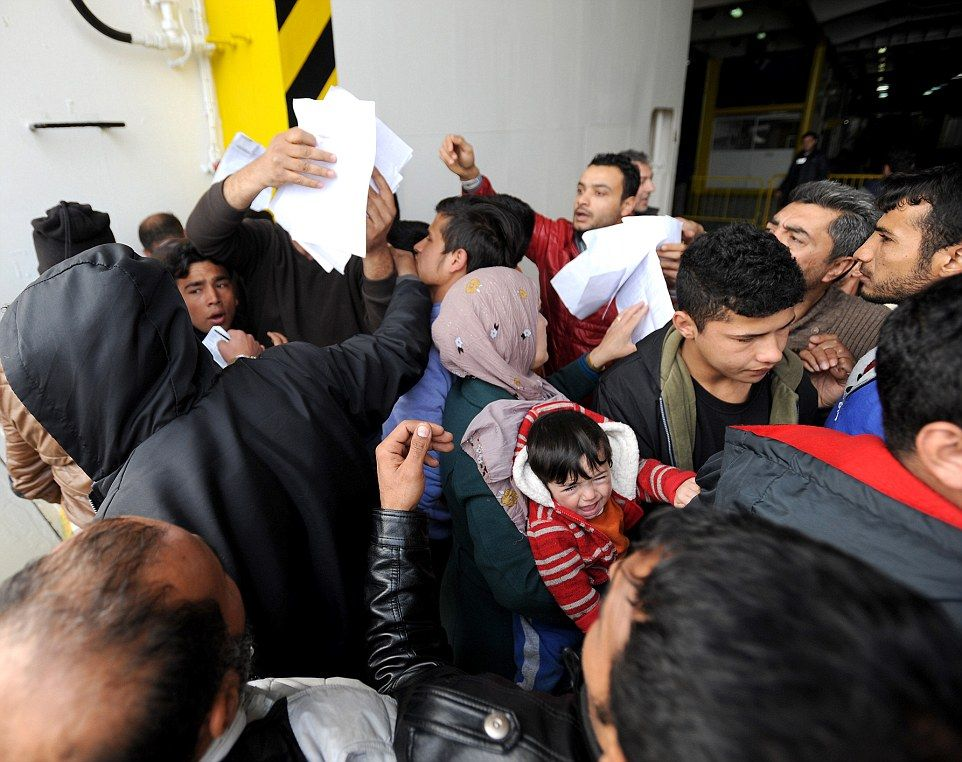 Greeks say they still cannot deport migrants despite new