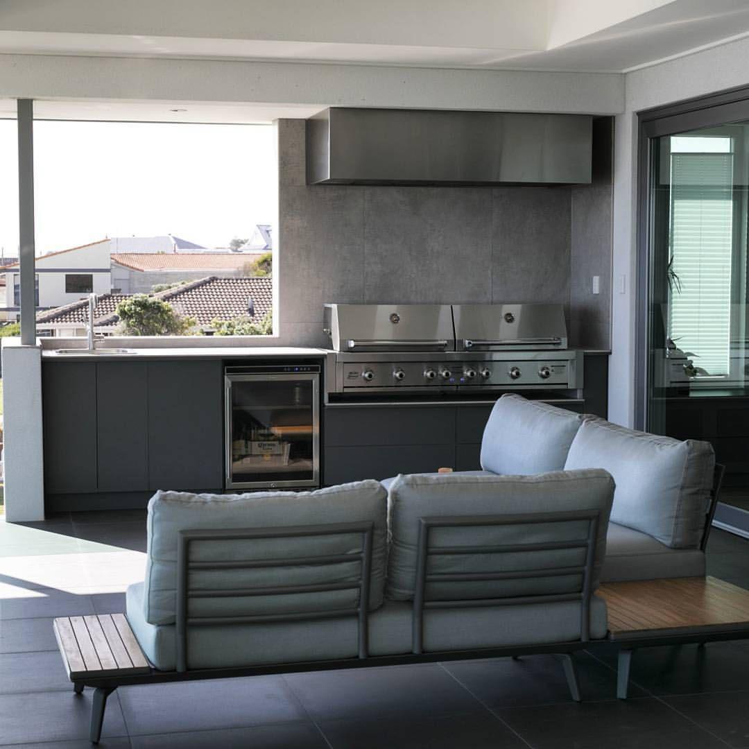 Custom Qasair Bbq Rangehood In This Stunning Outdoor Kitchen Qasair Alfrescodining Quietrangehood R Lounge Seating Outdoor Kitchen Outdoor Bbq