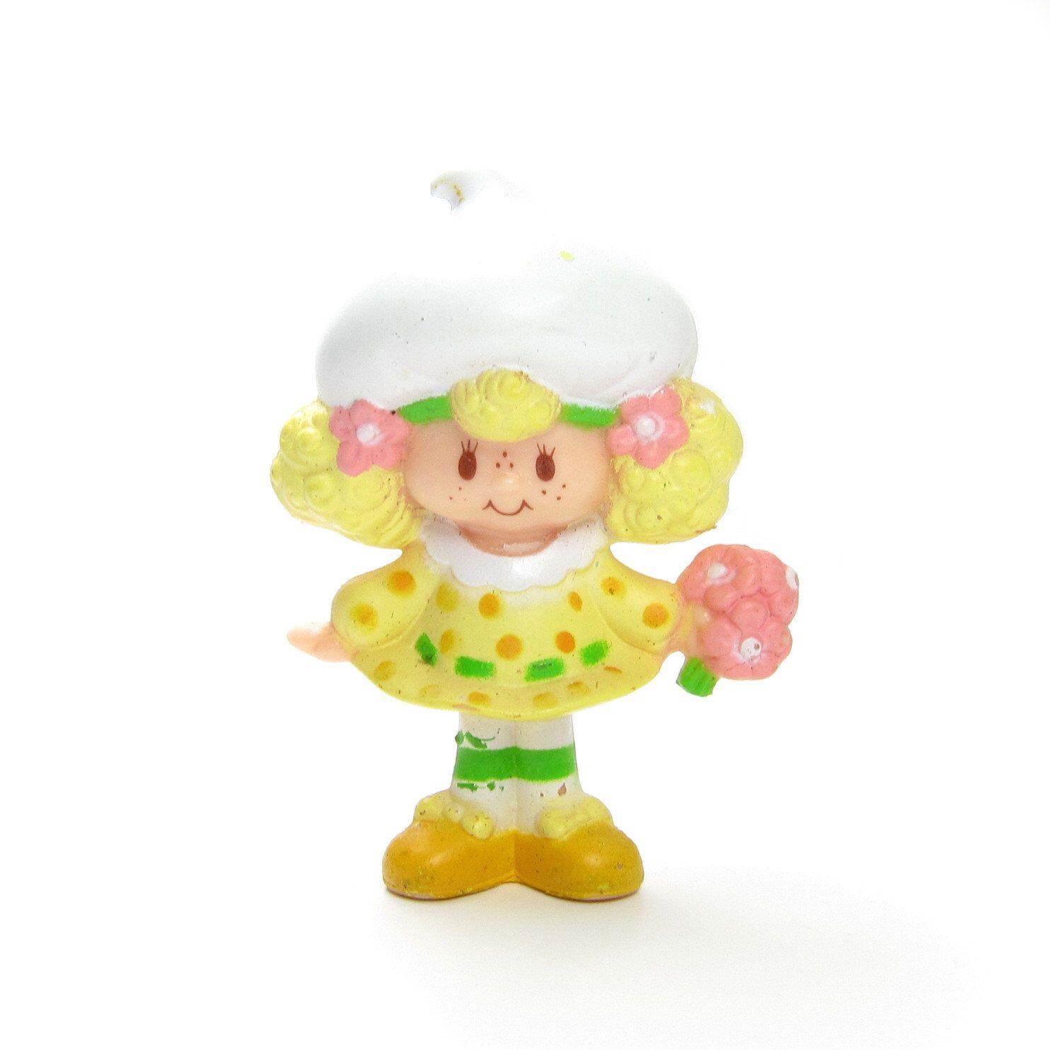 Lemon Meringue Holding Flowers Strawberry Shortcake PVC Figure Figurine