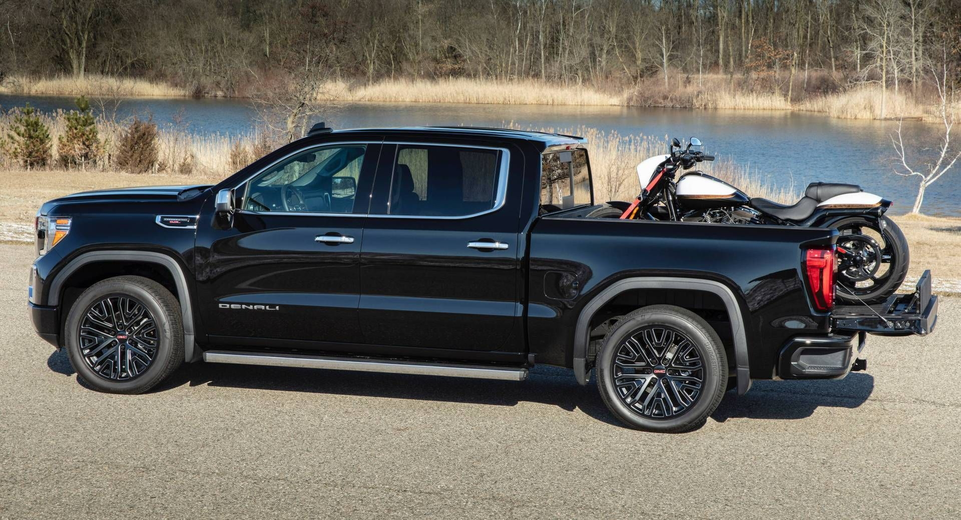 Gmc Adds Carbon Fiber Bed To 2019 Sierra 1500 Denali And At4 Carbonpro Editions Sierra 1500 Gmc Carbon Fiber