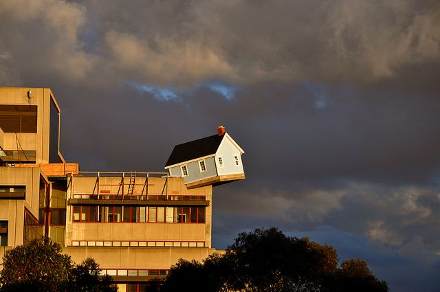 A Rhode Island cottage sits precariously on the edge of the University of California, San Diego Engineering building. (Do Ho Suh, Fallen Star - Stuart Collection - UCSD)