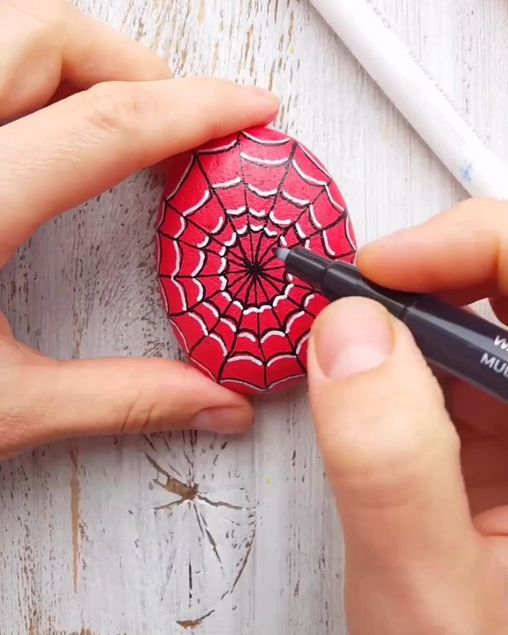 Super Heroes Rock Painting Tutorial mit Artistro #superherocrafts