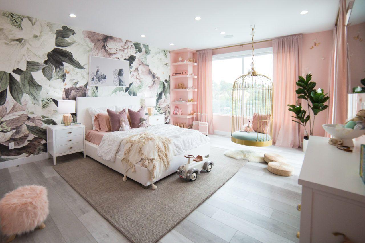 Reve De Papillon De La Chambre A Coucher Et Salle De Jeux Arc En Ciel Pour Elle Et Alaia In 2020 Home Decor Target Home Decor White Decor