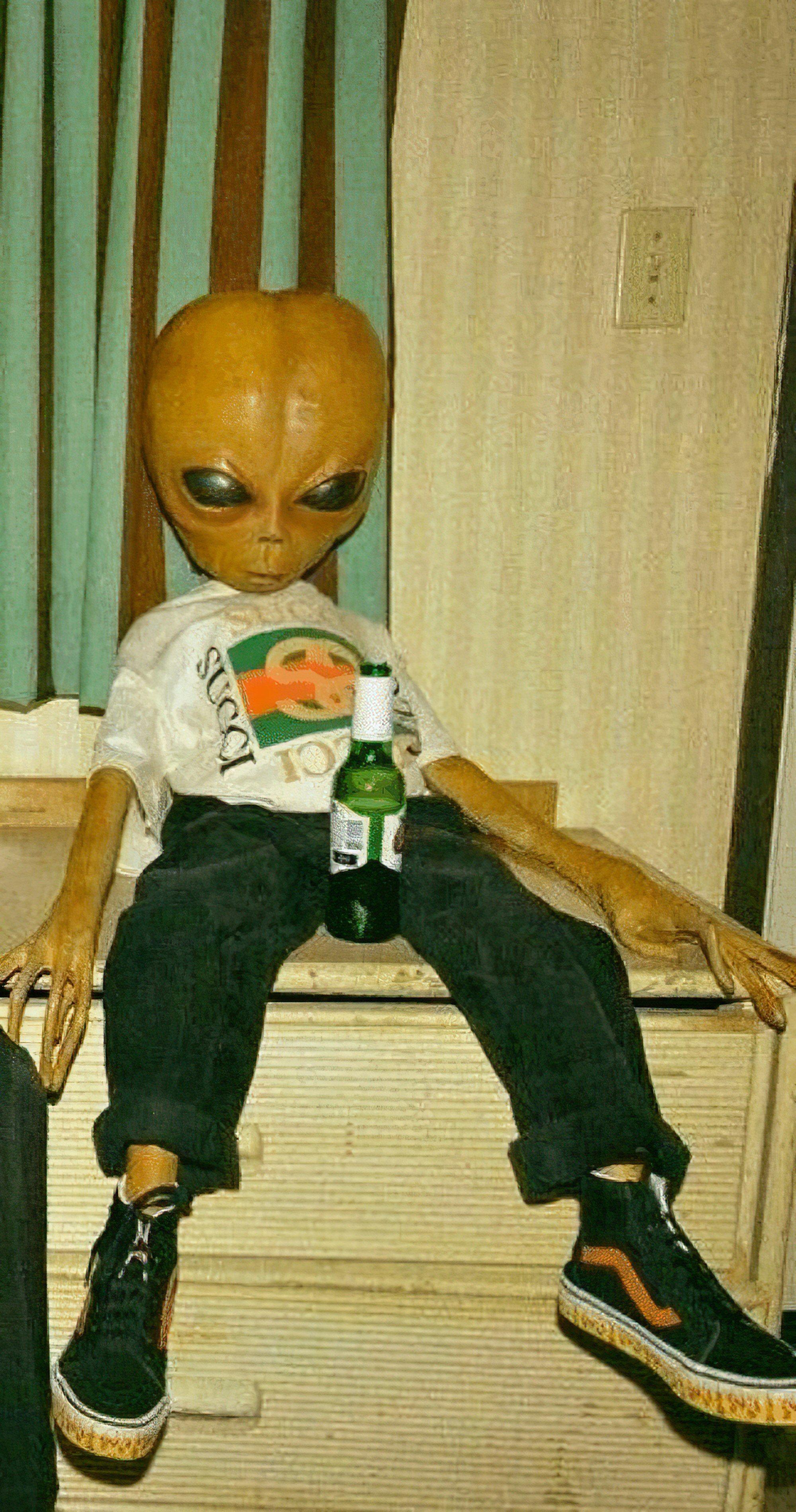 funny alien aesthetic