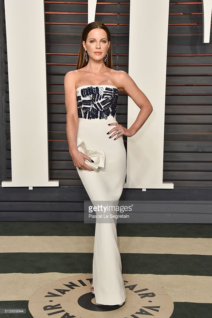 Actress Kate Beckinsale attends the 2016 Vanity Fair Oscar Party Hosted By Graydon Carter at the Wallis Annenberg Center for the Performing Arts on February 28, 2016 in Beverly Hills, California.  (Photo by Pascal Le Segretain/Getty Images)