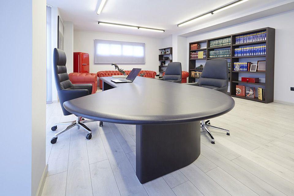Despacho ejecutivo moderno de dise o instalaci n del for Despacho de diseno