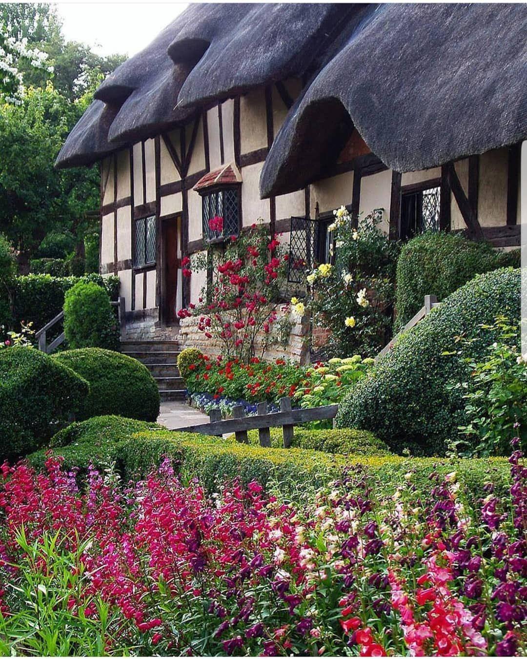 Anne Hathaway's Cottage, Shottery, Warwickshire, England