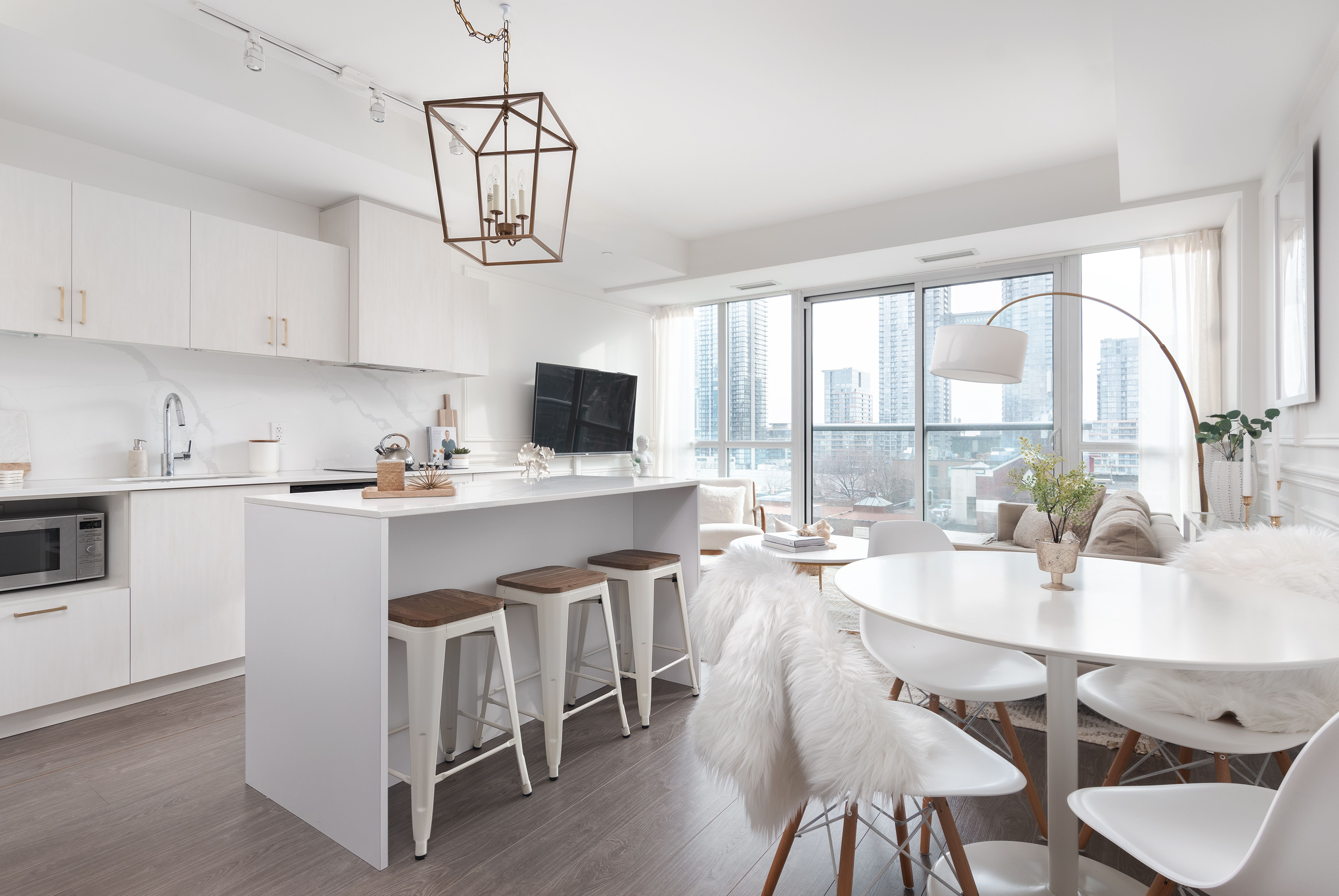 A White And Bright Toronto Condo This 650 Square Foot Space Was