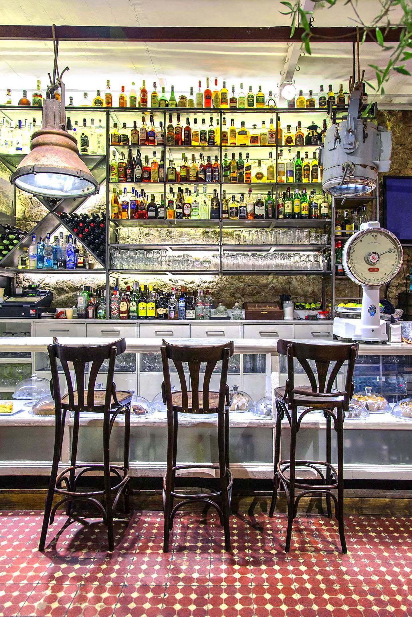 Marita ron heritage cafe a coru a mobiliario - Suelos para bares ...