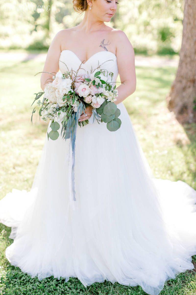 A boho wedding featuring a triangle arch wedding bouquets