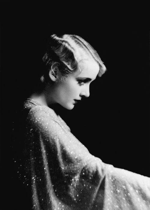 Carole Lombard photographed by William E. Thomas. S)