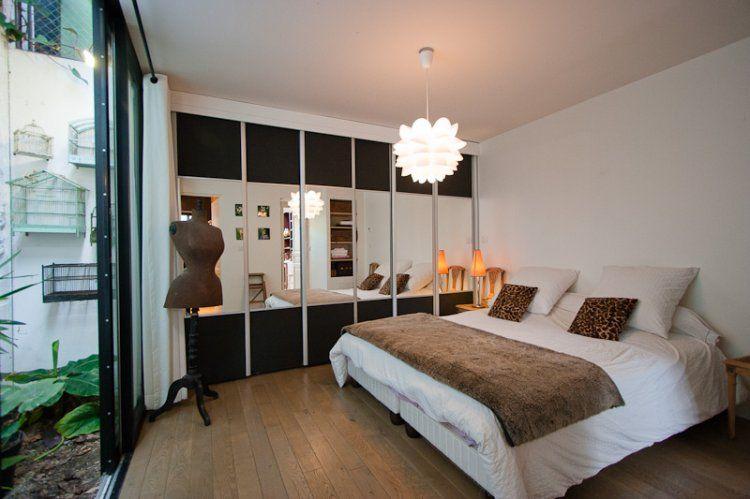 Comment Redonner Du Charme A Une Chambre Sans Fenetre Puits De Lumiere Par Un Patio Interieur Decoration Maison Maison Loft