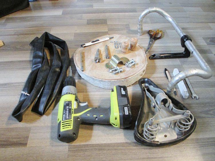 diy anleitung wandhalterung f r fahrr der aus altem rennradlenker und sattel selber bauen via. Black Bedroom Furniture Sets. Home Design Ideas