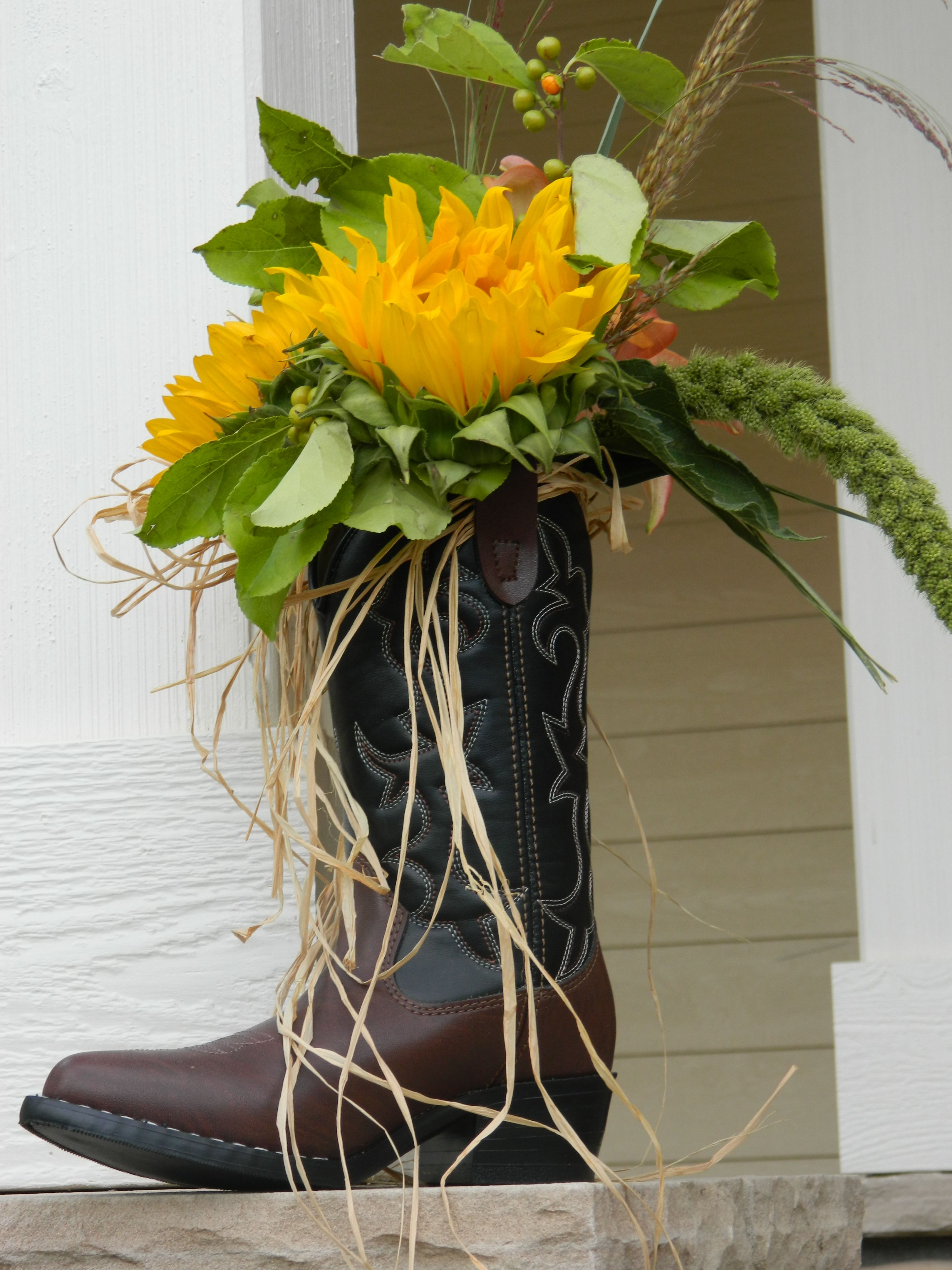 fa1f7ab7a1d36d Western Party Decor boot with flowers. Cowboy Table Decoration Ideas |  western party theme ideas adults | Interiors by Mary Susan
