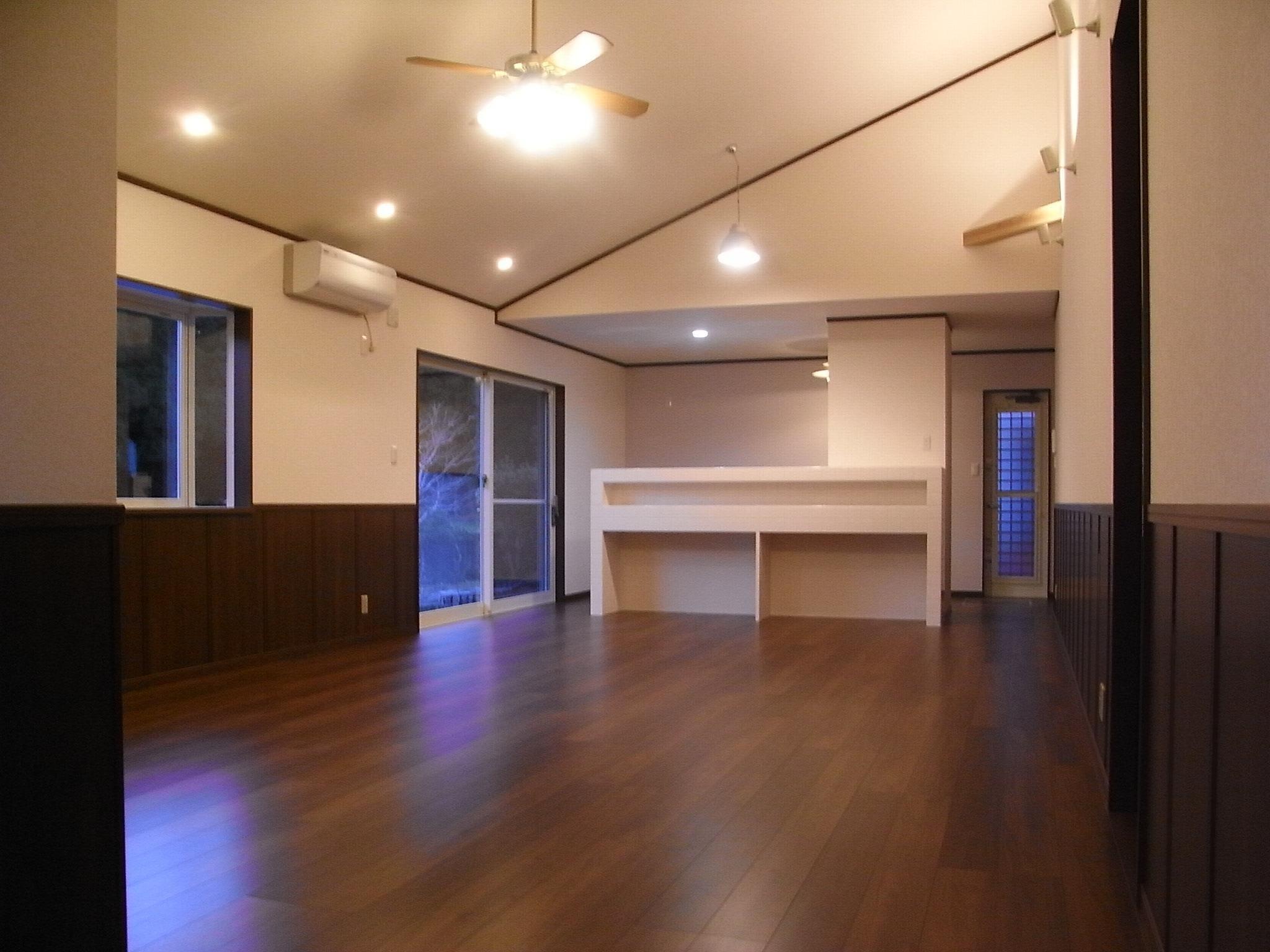 広いリビングにお洒落なキッチンのある平屋建て 宮崎県 ピースホーム