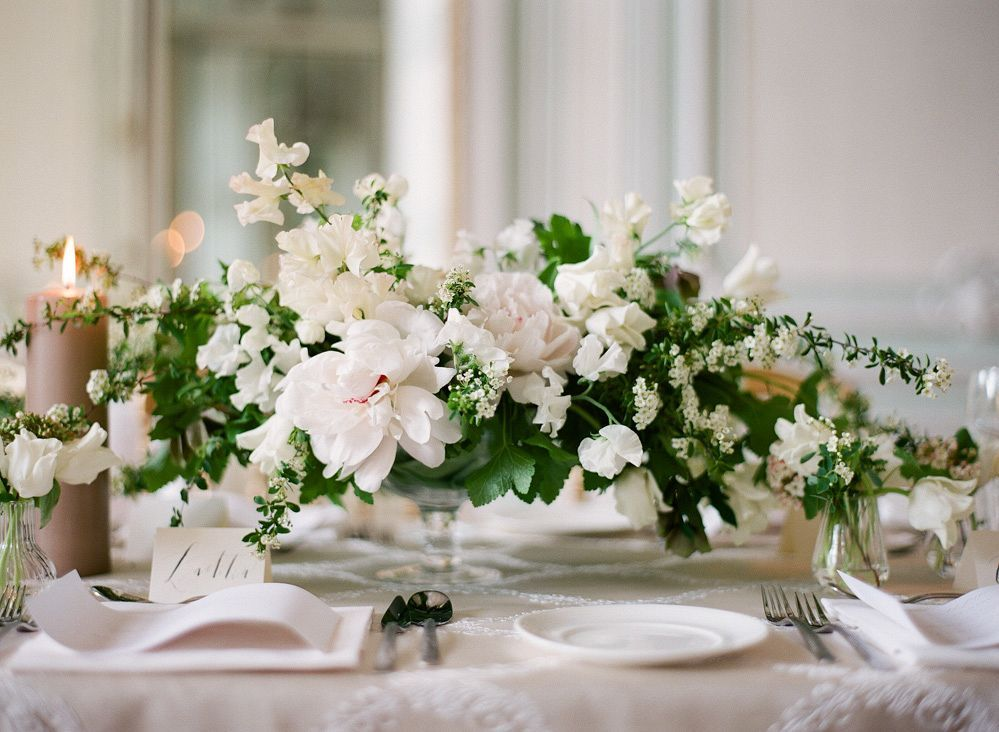 For low centerpiece setting the table elements a