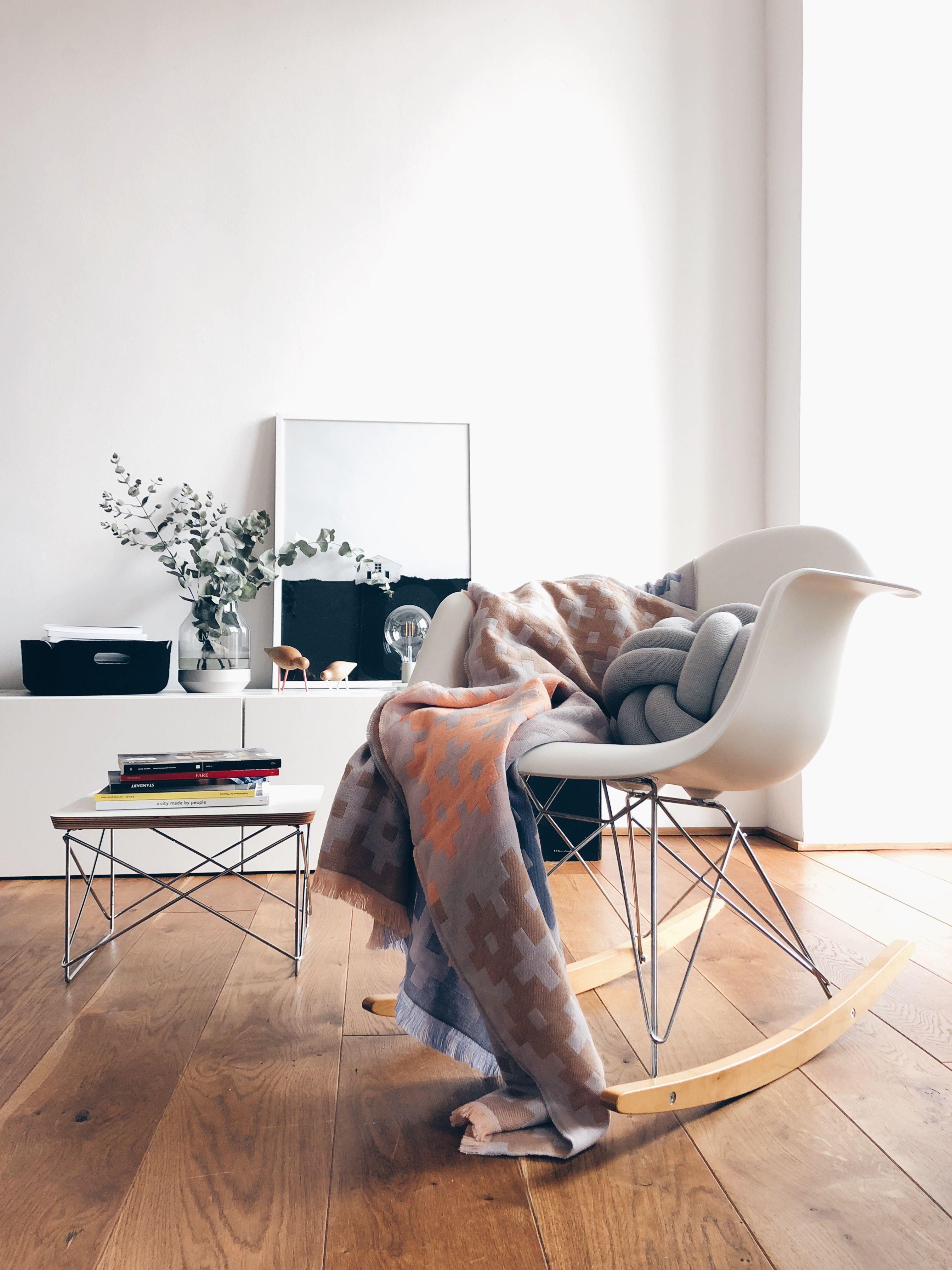 Vitra Eames Plastic Armchair RAR, Ahorn gelblich / Chrom