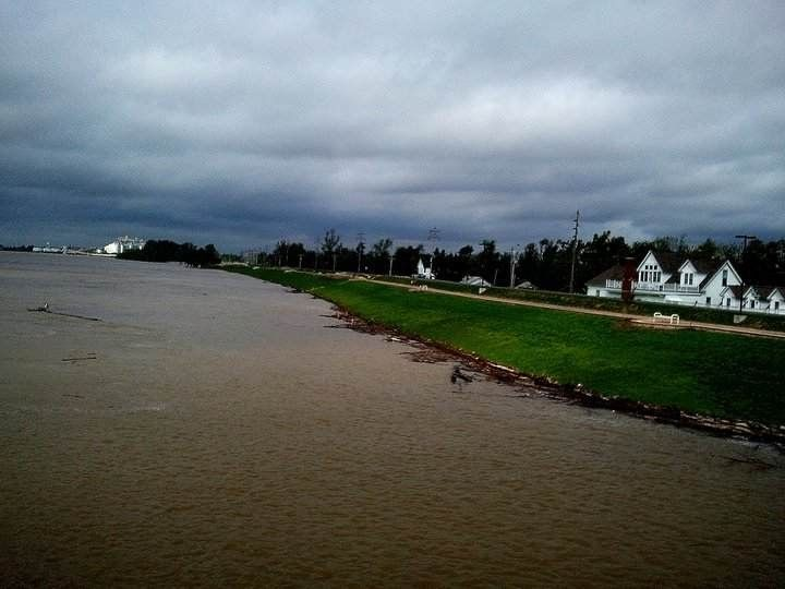On The Levee In New Madrid Mo During Mississippi Flood 2011 The Worst Most Amazing And Most Scariest Things I Have New Madrid Favorite Places Country Roads