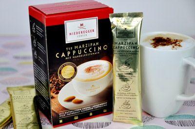 Ganz schön praktisch – Statt Marzipan zum Kaffee zu genießen, bietet der Marzipan Cappuccino gleich beides in einer heißen Tasse.