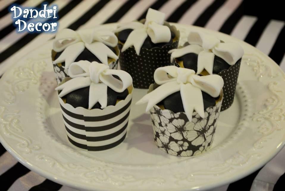 Cupcakes decorados com laços - Festa Barbie Fashion