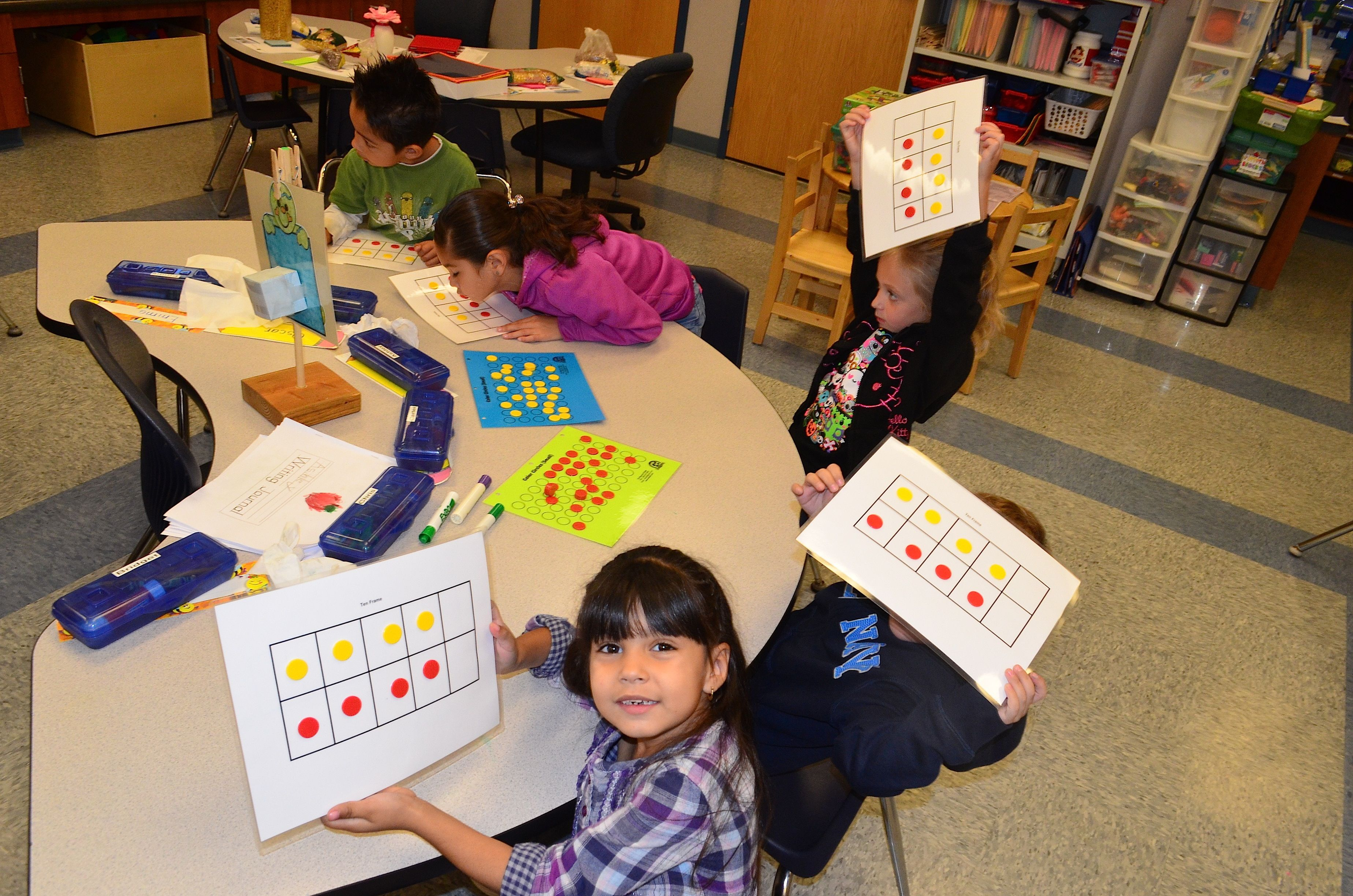 Edustic Circles With Laminated 10 Frame Cards They Stick Frame Card Kindergarten Class Ten Frames