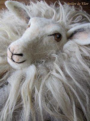 atelierdevlier.blogspot.nl Needlefelt sheep, wallhanging