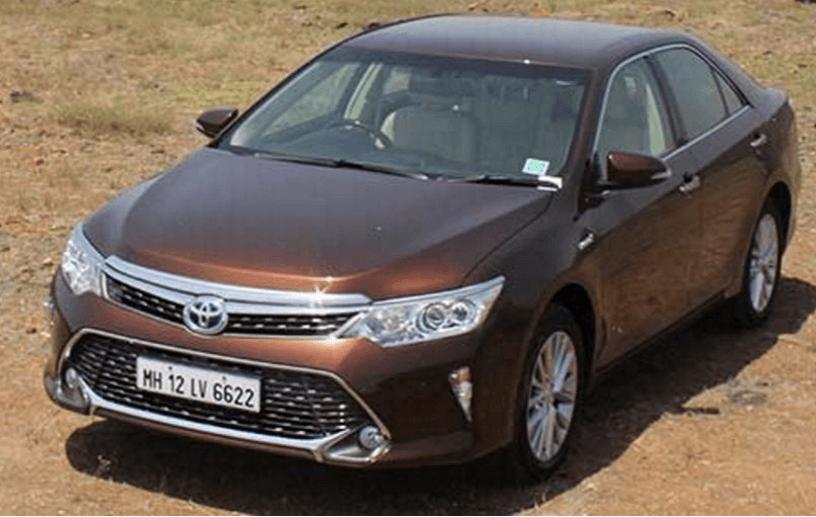 दिल्ली में 2.30 लाख रुपये सस्ती हुई Toyota Camry Hybrid