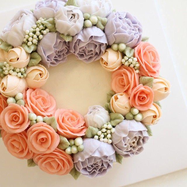 생각하다가 해뜸 ⛅️ #flowercake #flowercakeclass #wilton #wiltoncake #wreath #baking #mydear #mydearcake #korea #수원 #광교 #동탄 #영통 #디저트 #마이디어 #마이디어케이크 #플라워케이크 #베이킹클래스