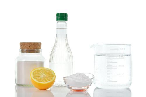 Désherbant naturel fait maison avec de l'eau, du sel et du vinaigre   Produit ménager, Recettes ...