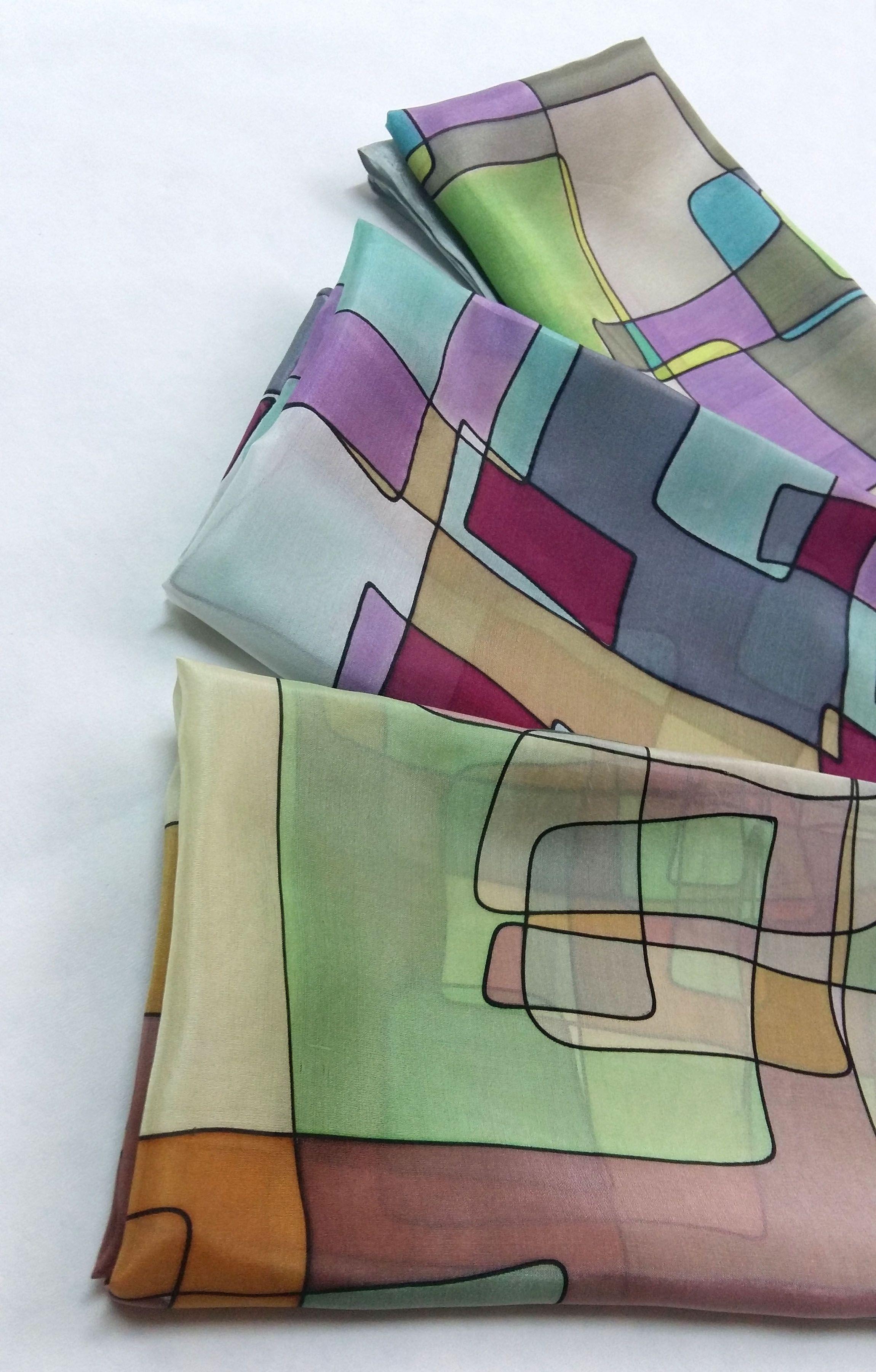 Pañuelos de seda natural pintado a mano de la colección tetris by Susana Suárez