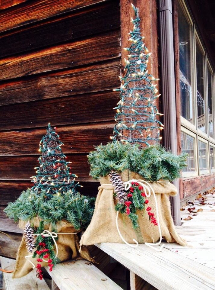 I Finished My Chicken Wire Tomato Cage Christmas Trees 400 x 300