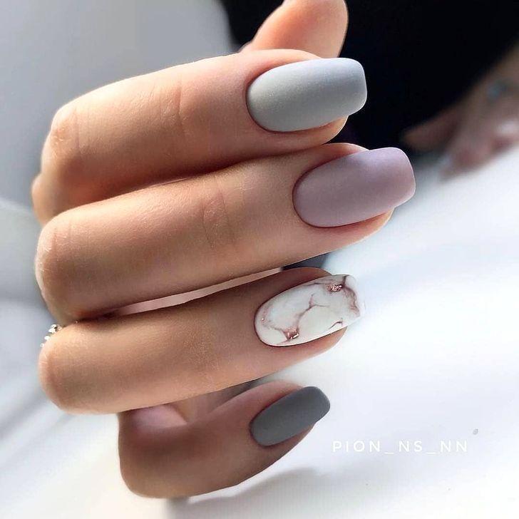 38 ideas únicas de diseños de uñas mate para probar este otoño