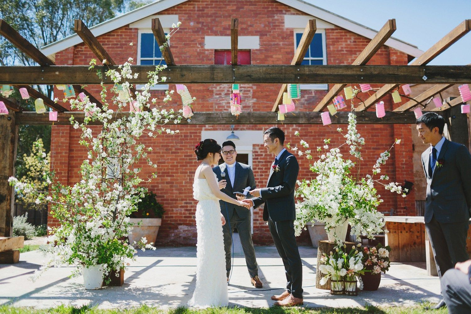 Outdoor wedding ceremony | fabmood.com #wedding #rusticwedding #factorywedding