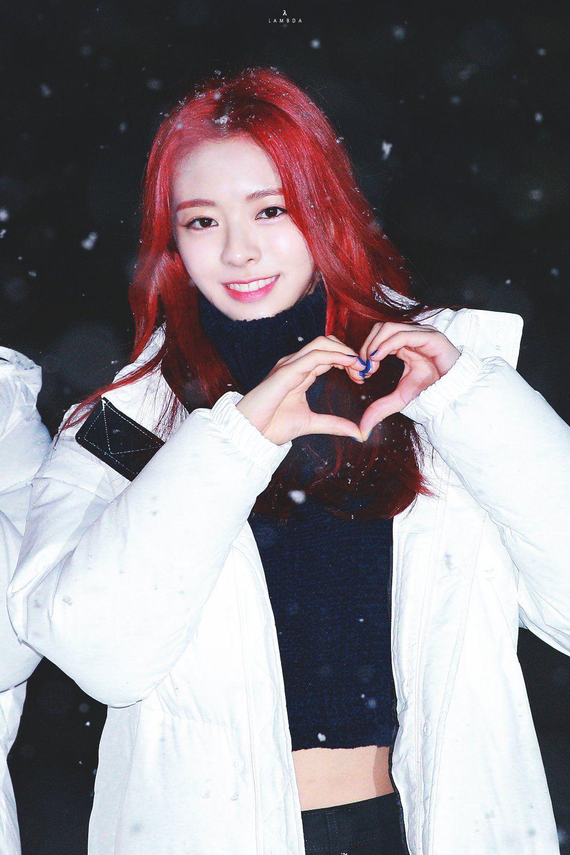 Imagem   yuna in 2019   Kpop girl groups, Korean girl groups