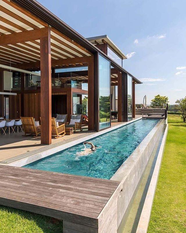 Quando A Piscina é Praticamente Uma Extensão Da Varanda Adorei O Pé Direito Duplo E As Grandes Lap Pool Designs Swimming Pool Designs Small Backyard Design