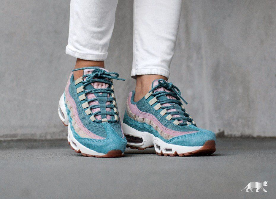 huge selection of da2c0 dcf79 Nike Wmns Air Max 95 LX (Smokey Blue   Smokey Blue - Mushroom)