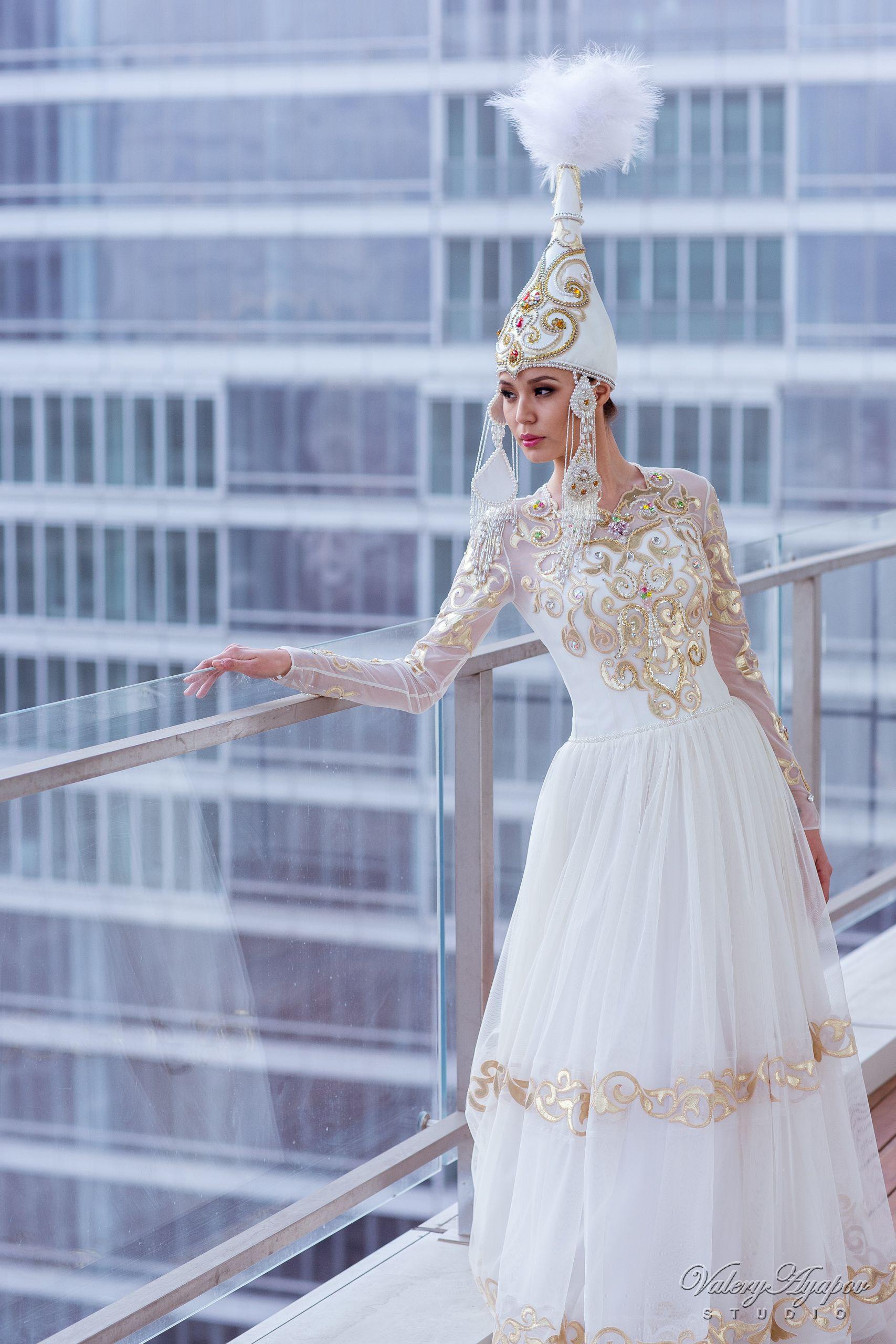 модели платье в казахском национальном стиле фото подумала
