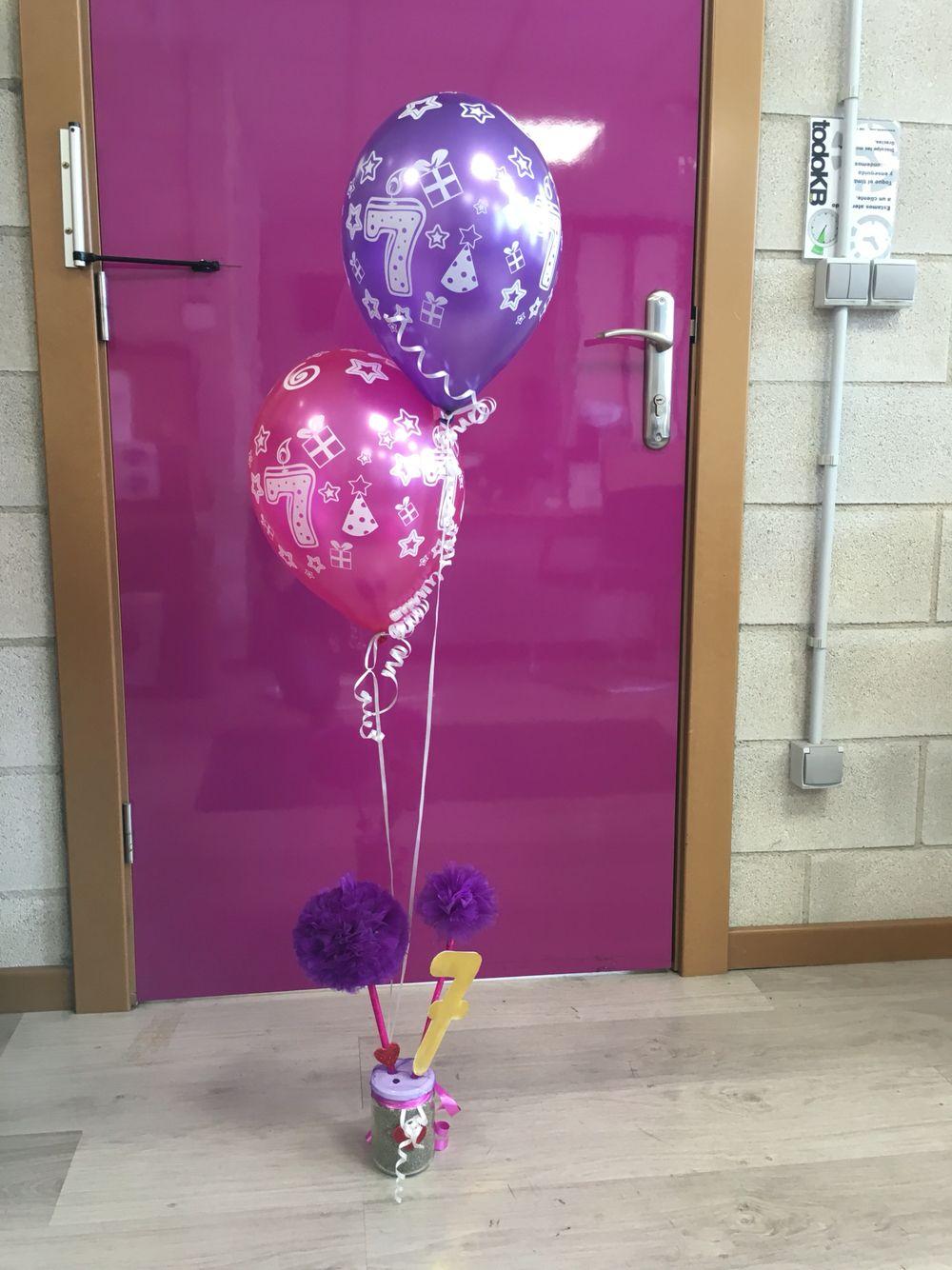 Evocue decoraci n cumplea os con globos y pompones de tul for Decoracion con globos para cumpleanos