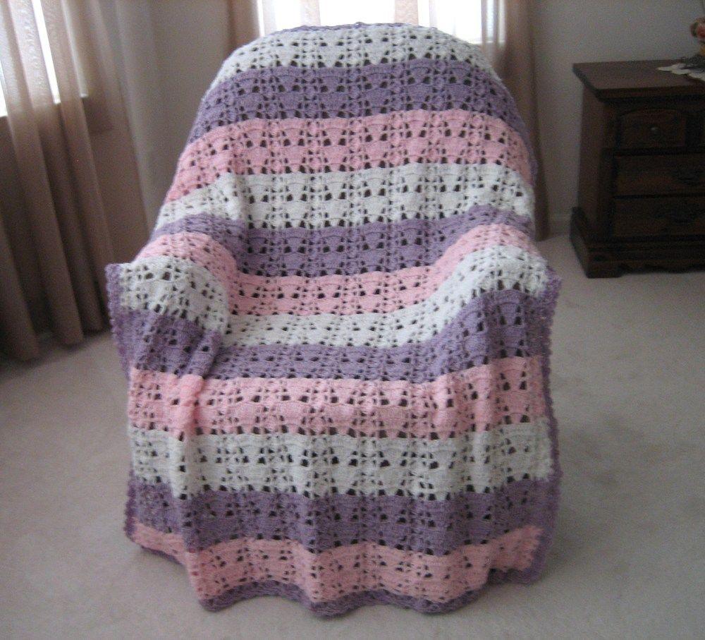 Feminine Eyelet Lace Crochet Afghan | Decken, Stoffe und Wolle