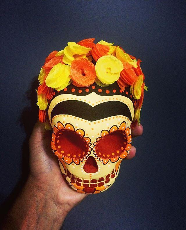 Frida Kahlo #fridakahlo #frida #skull #skulls #skullart #caveira #caveiramexicana #calavera #sugarskull #lamuerte #catrina #fineart #mywork #didelosmuertos #mexico #mexicanskull #art #artist #artistic #decoration #decorations #tattoo #girl #chicana #lowrider #drawing #posca #instadaily