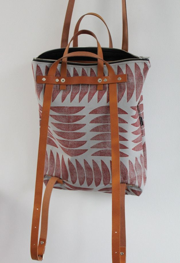 Mischung aus Rucksack und Schultertasche für Stadtbummel