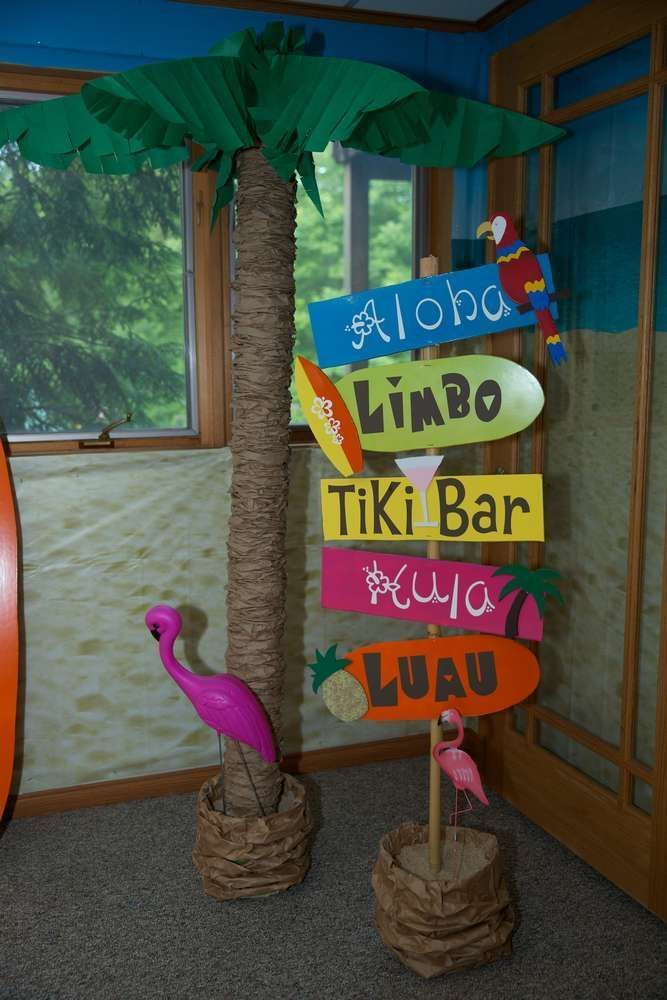 Luau / Hawaiian Birthday Party Ideas | Photo 5 of 18 | Catch My Party #tropicalbirthdayparty