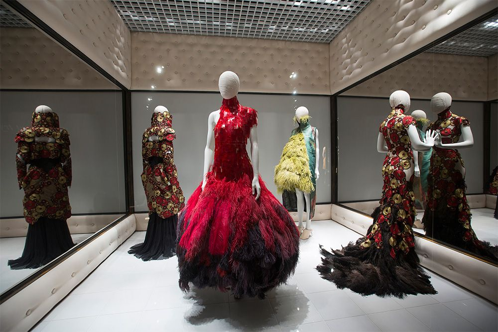 Alexander McQueen  Savage Beauty - Inside the Exhibition - Victoria and  Albert Museum d3bc4577a70