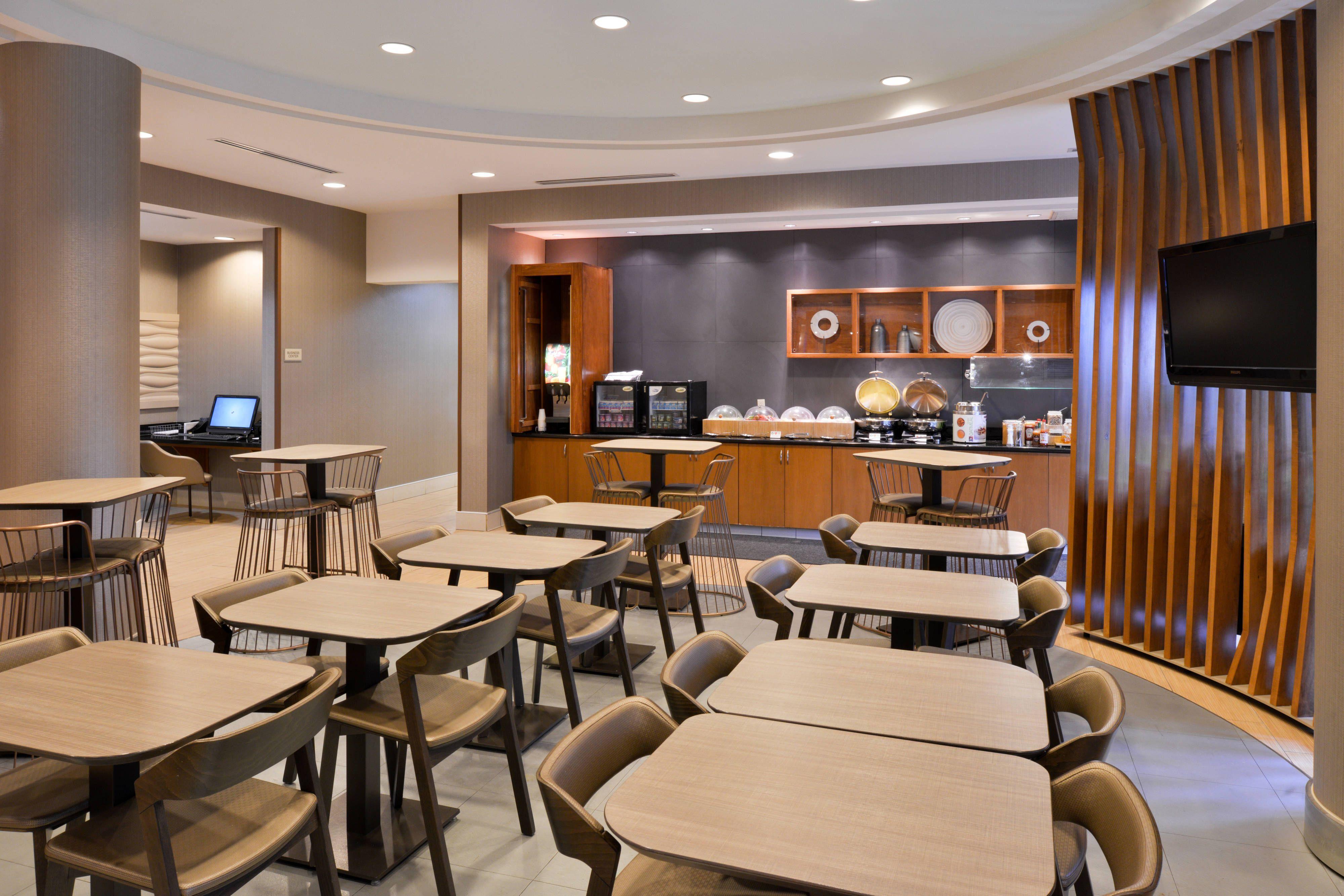 Springhill Suites Corona Riverside Breakfast Dining Area Suite