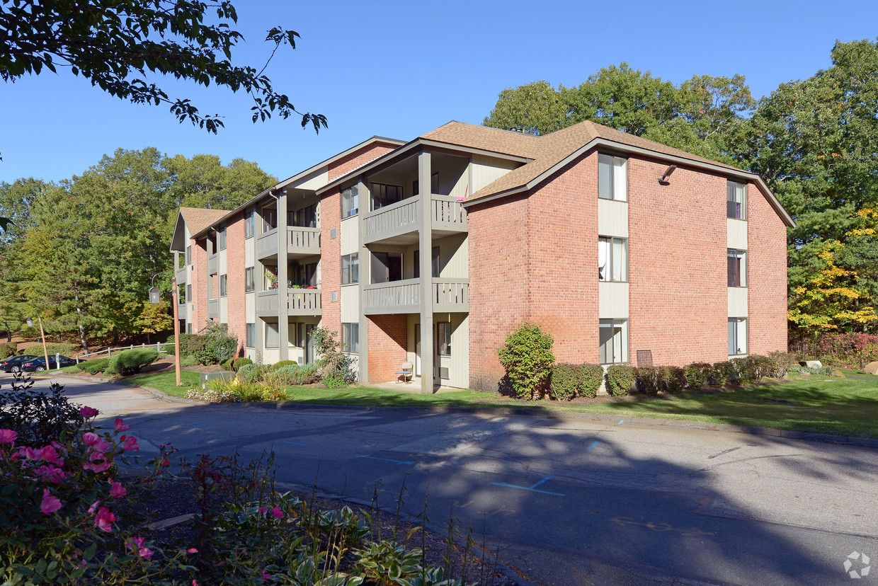 Queen Anne S Gate Apartments Rentals Weymouth Ma Apartments Com Queen Anne Apartment Rental Apartments