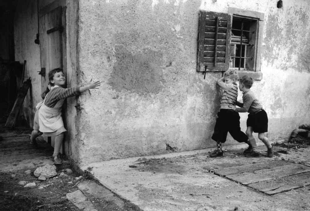 Gotthard Schuh :: Kinderspiel / Children's Game, 1938