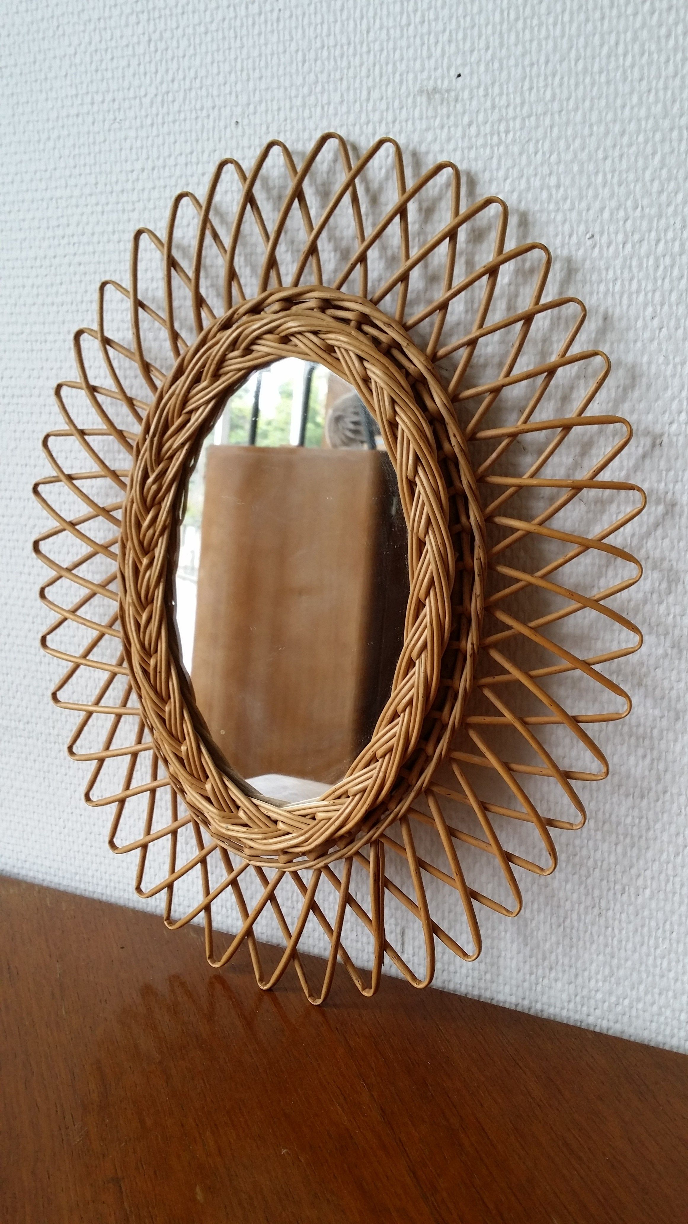 Un petit miroir soleil ovale en rotin mirror mirror pinterest for Miroir petit