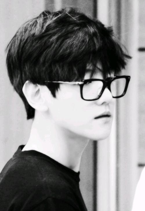 Baekhyun with glasses 'random gravity Check'