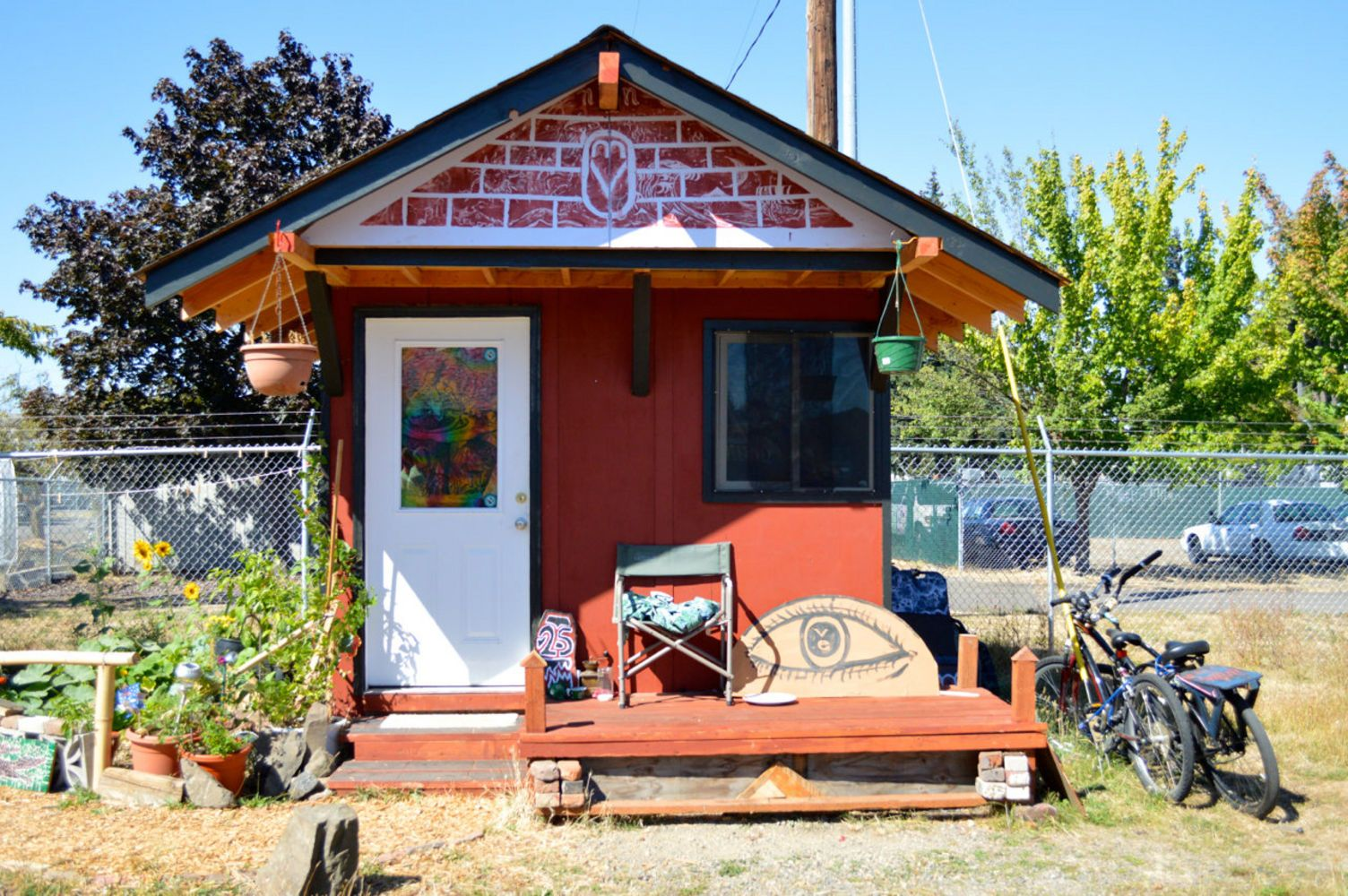 Tiny Houses For The Homeless Thrive In Eugene Would This Work In Portland Other Cities Photos And Video Tiny House Village Tiny House Oregon Living