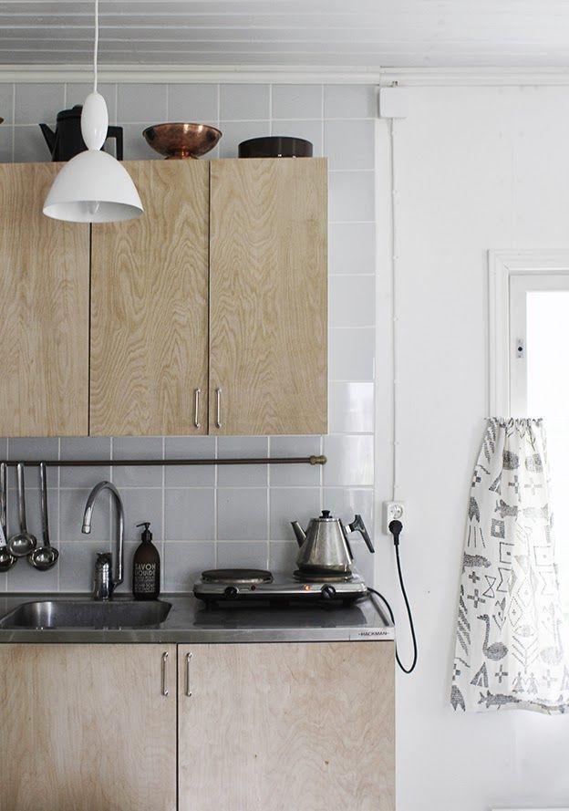 Pesupöytä // Hackman Vaneriovet // plywood doors // DIY Kaapistoiden rungot // kitchen cabinet frames // Ikea Lankavetimet // handles // Hokola Tanko // kitchen rail // DIY Verhot Maailman synty -kankaasta // curtains fromMaailman synty -fabric// Saana ja Olli